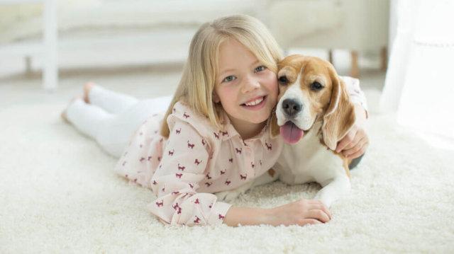 Kiskutyát vagy nagykutyát válasszunk kisgyerek mellé?